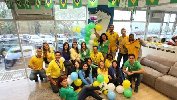 Funcionários vestiram as cores do Brasil (Foto: Diego Taiani/RBS TV)