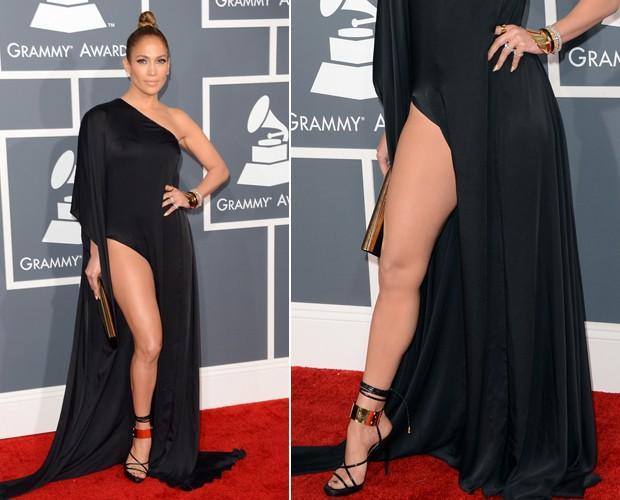 Um close no look de Jennifer Lopez, conhecida por suas escolhas ultrasexy em premiações como o Grammy (Foto: Getty Images)