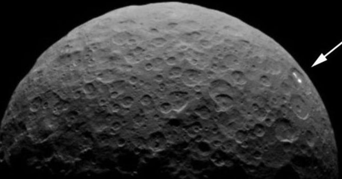 Misteriosos pontos de luz reaparecem no planeta anão Ceres
