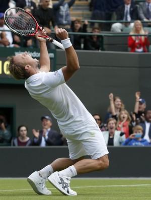 Steve Darcis comemora vitória sobre Rafael Nadal em Wimbledon tênis (Foto: Reuters)