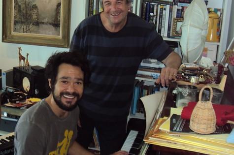 Gabriel Gracindo e o músico David Tygel (Foto: Divulgação)
