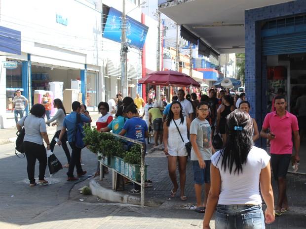 Movimento foi intenso nas ruas do Centro nesta quarta-feira (24) (Foto: Gustavo Almeida/G1)