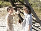Romancismo no ar! Stela e Tiago curtem clima de amor em parque de diversões abandonado