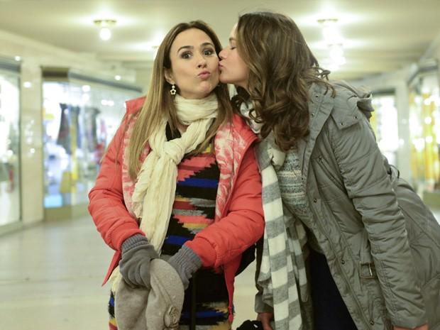 Bruna e Tatá, que interpretam irmãs de consideração, deixam clara a sintonia (Foto: Globo/Zé Paulo Cardeal)