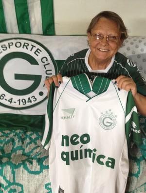 Vovó torcedora, Tia Fia trocou até o marido pelo Goiás (Foto: Elisângela Nascimento/Globoesporte.com)