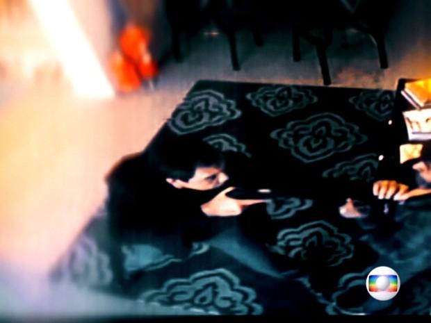 Imagens mostram investigador de polícia agredindo comerciante em SP (Foto: Rede Globo)