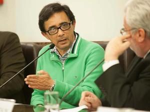 O fotógrafo da imagem de Herzog morto no DOI-Codi, Silvaldo Leung Vieira, participa de reunião da Comissão da Verdade na Câmara Municipal de São Paulo. (Foto: Alice Vergueiro/Futura Press/Estadão Conteúdo)