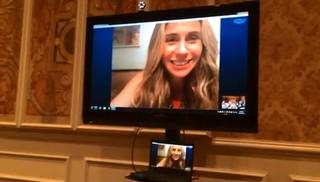 Giovanna Antonelli conversa por Skype (Foto: Juliana Maselli / EGO)