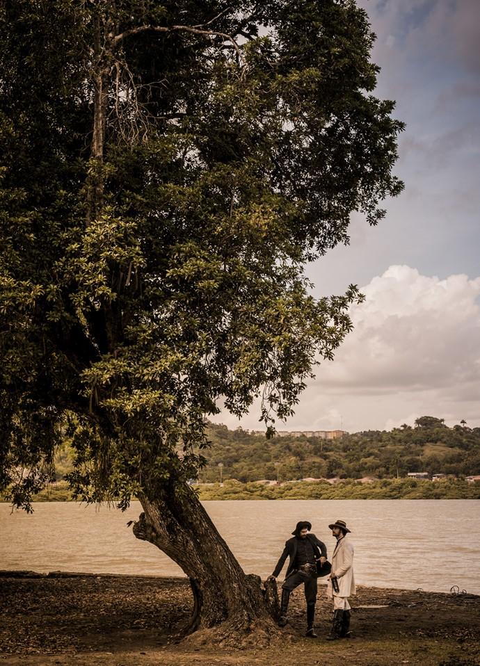 Em uma paisagem incrível, Julio Machado e Rodrigo Santoro gravam como Clemente e Afrânio, respectivamente (Foto: Caiuá Franco/ Globo)