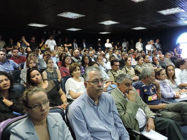Audiência pública ficou cheia na Alepe (Foto: Débora Soares /  G1)