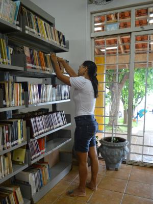 Biblioteca tem acervo com desfalque foi falta de devolução de livros (Foto: Paula Casagrande/G1)