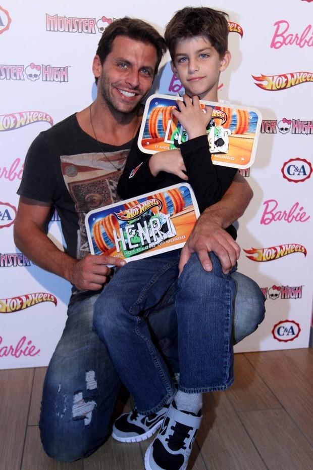 Henri Castelli e filho  (Foto: Leonardo Franco  / agnews)