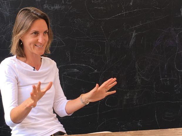 Gemma McRae, além de gerir seus negócios, dedica tempo e dinheiro para treinar mulheres (Foto: THE GIRLS ON THE ROAD)