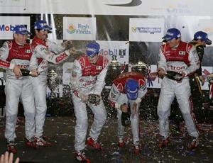 Lucas di Grassi e os pilotos da Audi no pódio de Sebring Endurance (Foto: Divulgação)