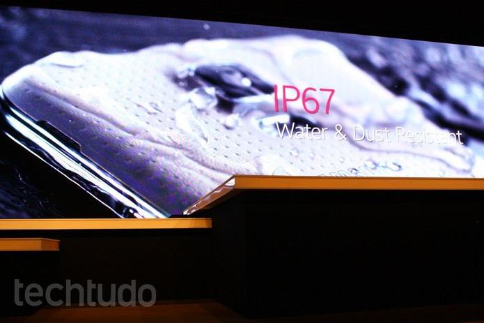 IP67 tecnologia resistente à água da Samsung (Foto: Allan Melo / TechTudo)