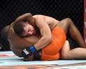 """Buscapé finaliza Drew Dober """"no grito"""" e com erro do árbitro no UFC Rio 6"""