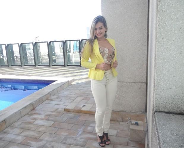 Patrícia Angeli aposta em um look mais casual (Foto: Andréa Paiva/ Gshow)