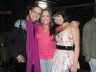 Recuperando-se de um câncer, Betty Lago vai ao teatro no Rio
