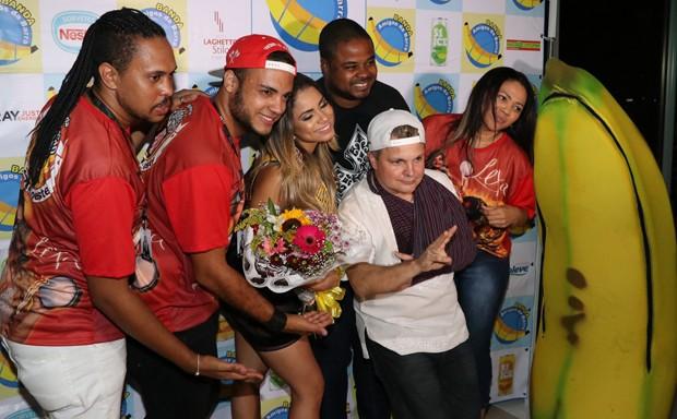 Lexa e a banda Amigos da Barra da Tijuca (Foto: AgNews)