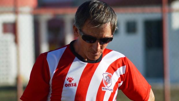 Luiz Carlos Cruz ficou insatisfeito com o desempenho do River Plate nesta quarta-feira (Foto: Felipe Martins/GLOBOESPORTE.COM)