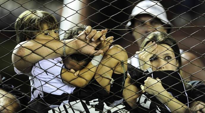 Na Argentina, torcedores da Ponte Preta lamentam derrota para o Lanús (Foto: Marcos Ribolli / Globoesporte.com)