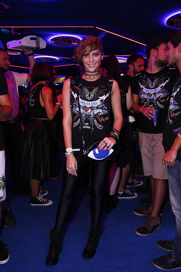 Isabella Santoni usa disco pants no último dia do Rock in Rio (Foto: Ag.News/PhotoRio/Ego)