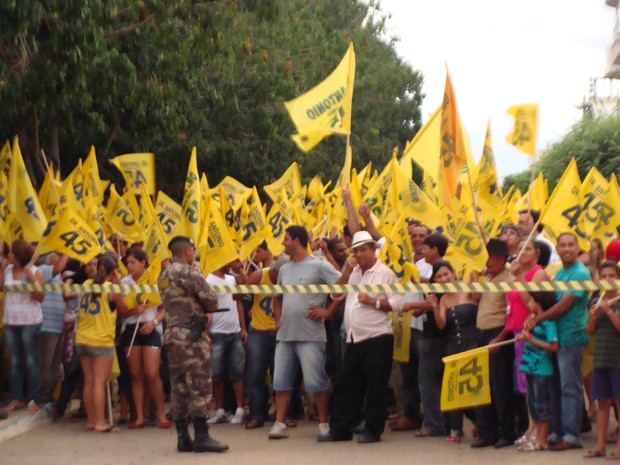 Setenta homens da Polícia Militar fizeram a segurança das eleições em São do Paraíso (Foto: Michelly Oda)