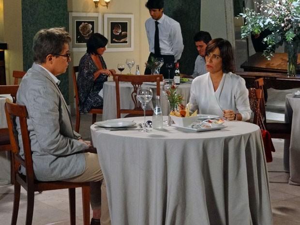 Amizade colorida? Roberta e Felipe conversam sem troca de farpas... Quem diria! (Foto: Guerra dos Sexos / TV Globo)
