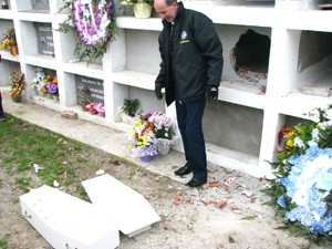 Falso enterro de bebê em Garibaldi (Foto: Marcel Agostini/Jornal O Garibaldense)