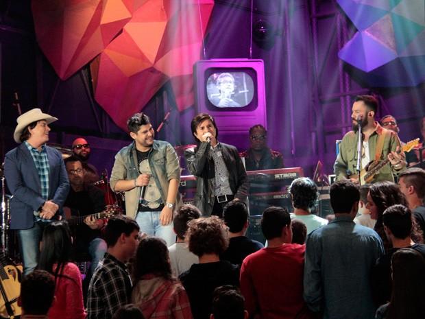 Chitãozinho & Xororó e Jorge & Mateus cantam juntos no Altas Horas (Foto: Marcos Mazini/Gshow)