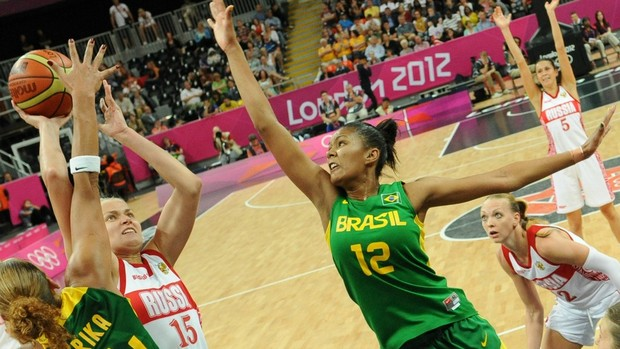 Damiris basquete Brasil x Austrália (Foto: AFP)