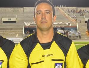 Trio de arbitragem da partida entre CSP e Auto Esporte (Foto: Amauri Aquino / GloboEsporte.com/pb)