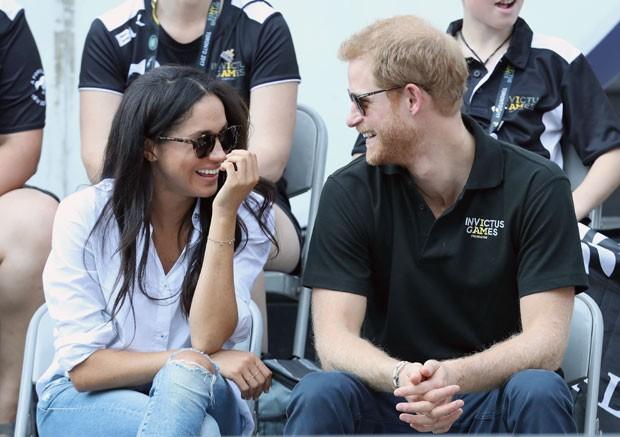 Megan e Harry: sorrisos em partida de tênis (Foto: Getty Images)