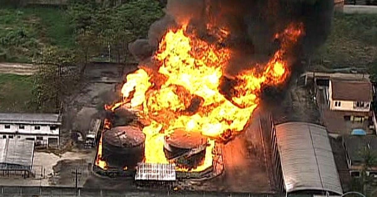 Incêndio em depósito de Caxias, RJ, deixa um morto, diz prefeitura