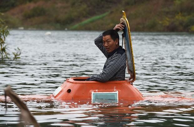 Tan Yong construiu um submarino caseiro com ajuda de amigos (Foto: Greg Baker/AFP)