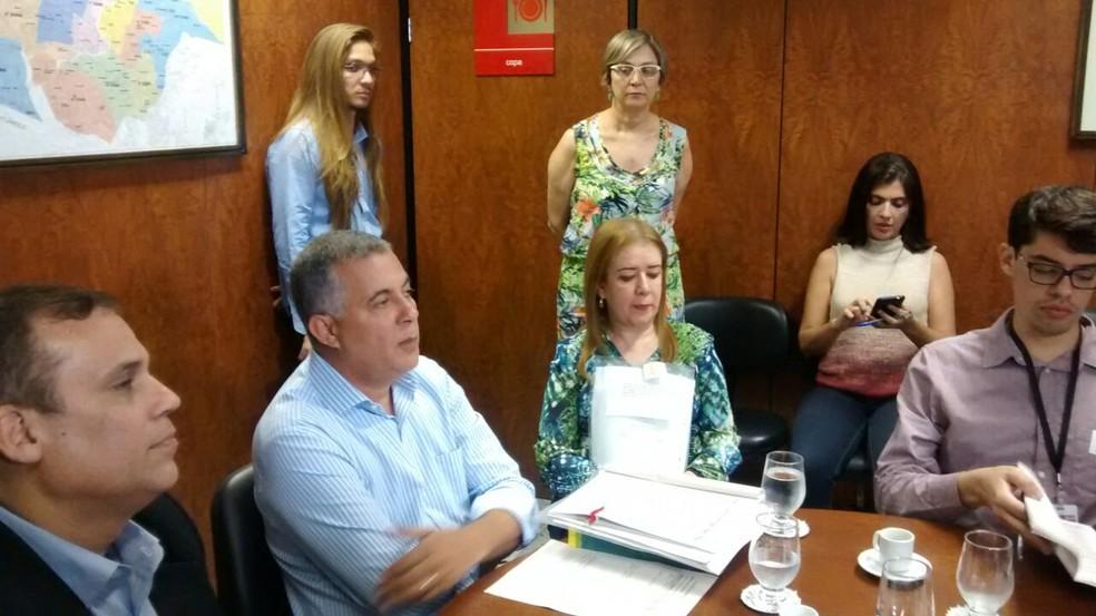 Secretário judiciário substituto do TRE-PE, Marcos Valério Gomes, detalhou caso das duas cidades (Foto: Cláudia Ferreira/G1)