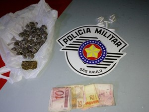 Adolescente de 16 anos é detido por tráfico de drogas em Taubaté, SP (Foto: Divulgação/Polícia Militar)