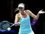 Sharapova bate Halep, assume ponta e fica perto da semifinal no WTA Finals