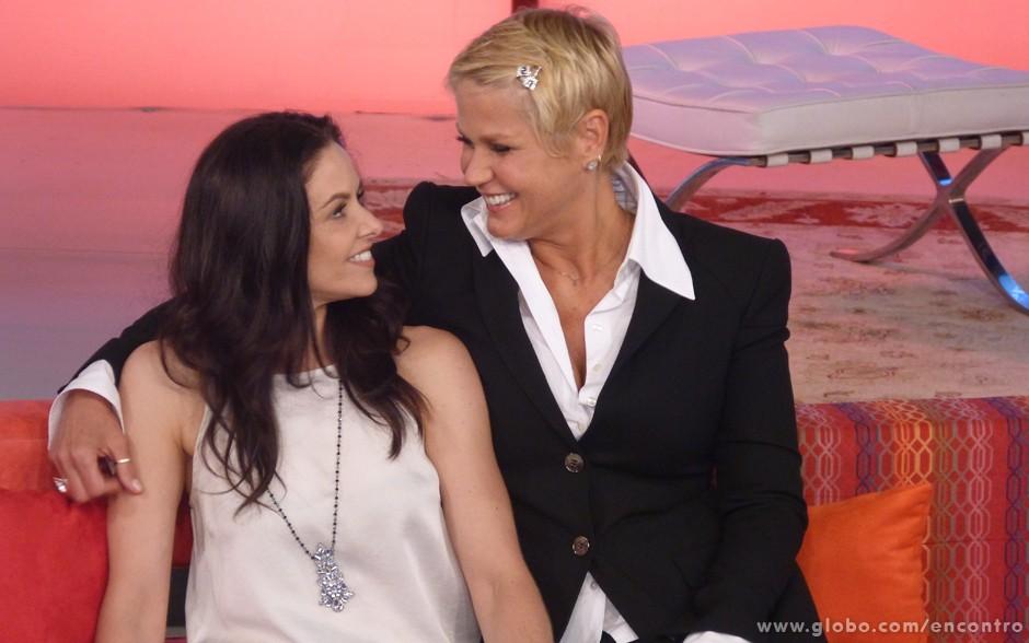 Bianca Rinaldi reencontra Xuxa no palco do Encontro (Foto: Encontro com Fátima Bernardes/TV Globo)