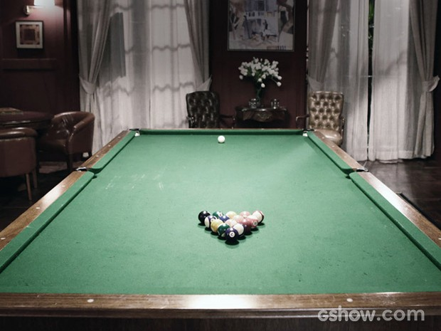 Compondo o salão de jogos, a mesa de sinuca (Foto: Fábio Rocha / TV Globo)