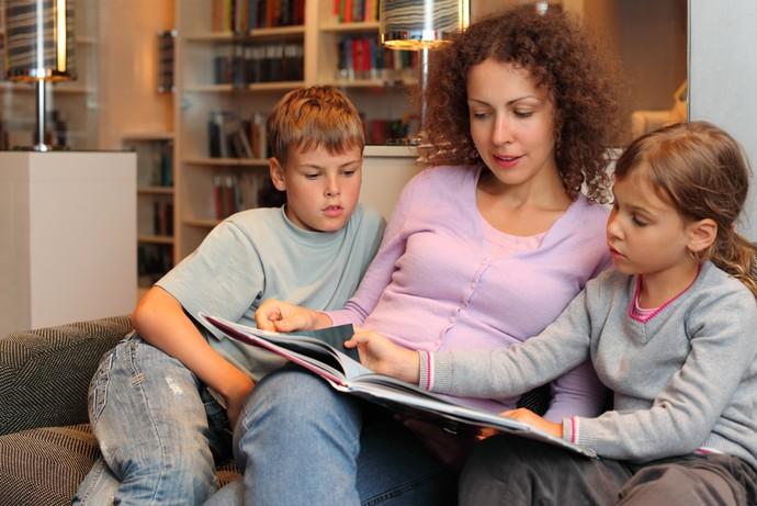 Itaú efeitos de conversar durante a leitura (Foto: Shutterstock)