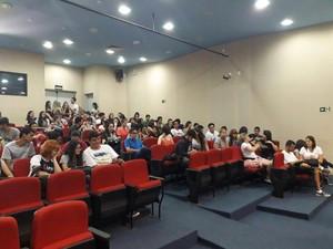 Alunos realizam audiêcia para discutir sobre PEC 241 (Foto: Jacqueline Alves/Arquivo Pessoal)