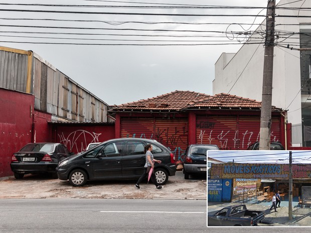 Antiga loja de móveis rústicos vira estacionamento público em avenida de São Caetano do Sul, no ABC Paulista (Foto: Marcelo Brandt/G1 e Google Street View)