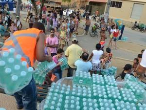 Distribuição de água continua gerando longas filas em Colatina, no Espírito Santo (Foto: Carlos Alberto Silva/A Gazeta)