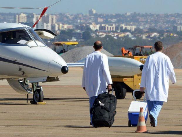 Procedimento de transporte aéreo de órgãos para transplante (Foto: Elio Sales/SAC-PR/Reprodução)