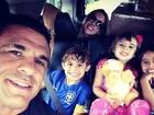 Vitor Belfort posta com Joana Prado e os três filhos: 'Presente de Deus'