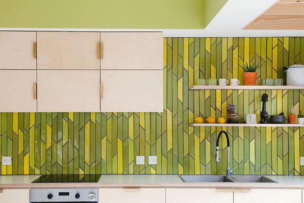 Amarelo vibrante deixa casa londrina mais divertida (Foto: Megan Taylor )