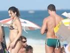 Malvino Salvador e Kyra Gracie, grávida, têm domingo de praia