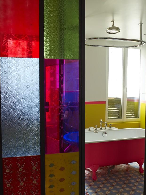 Décor do dia: banheiro colorido e pop (Foto: Gaelle Le Boulicaut)
