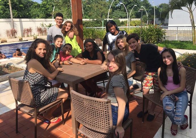 Malu e a turminha do The Voice Kids fizeram amide com a galera do Click Esperança (Foto: Arquivo pessoal)
